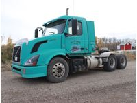 2010 Volvo  Day Cab Truck