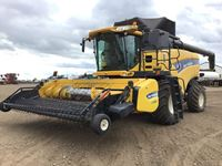 2009 New Holland CX8080 Combine