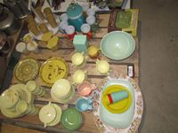 Pallet Plastic Dishes & Tupperware