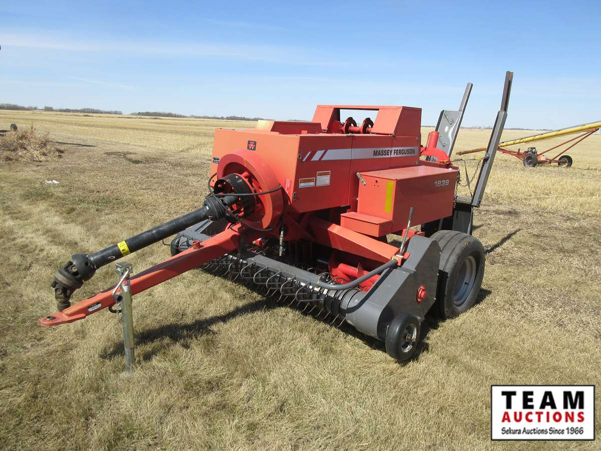 In-Line Small Square Baler